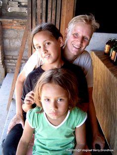 2005 Joyce Dewi en Annie even rusten