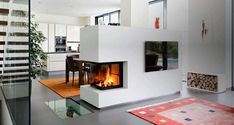 Moderner Heizkamin als Raumteiler. Modern fireplace as a room divider. Thanks to the all-round perspective, the viewing window spreads campfire Fireplace Shelves, Home Fireplace, Modern Fireplace, Fireplace Design, Fireplaces, Interior Design Living Room, Living Room Designs, Living Spaces, Diy Room Divider