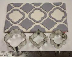Make a pattern using different cutters. porcelana fria pasta francesa masa flexible fimo modelado fondant topper polymer clay
