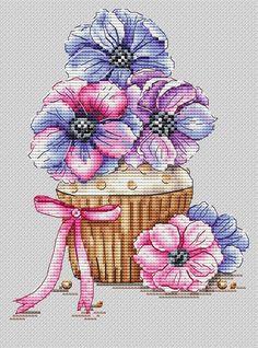 Авторские схемы Cupcake Cross Stitch, Cross Stitch Rose, Cross Stitch Flowers, Cross Stitch Charts, Cross Stitching, Cross Stitch Embroidery, Embroidery Patterns, Modern Cross Stitch Patterns, Cross Stitch Designs