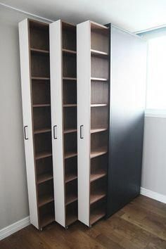 Ausziehbare Bücherregale / Bücher im Innenraum . - Room Inspo Extendable bookshelves / books in the interior . - Room Inspo - # books # bookcases and organization ideas Diy Furniture, Furniture Design, Furniture Storage, Studio Furniture, Kitchen Furniture, Space Saving Furniture, System Furniture, Office Furniture, Diy Casa