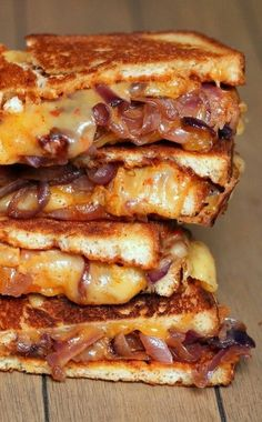 Sweet and Spicy Caramelized Onion & BBQ Grilled Cheese. I love Bacon, Love Grilled Cheese Sandwiches and caramelized Onions, I am in Heaven with this sandwich; Think Food, I Love Food, Good Food, Yummy Food, Delicious Recipes, Soup And Sandwich, Sandwich Ideas, Snacks, Sweet And Spicy