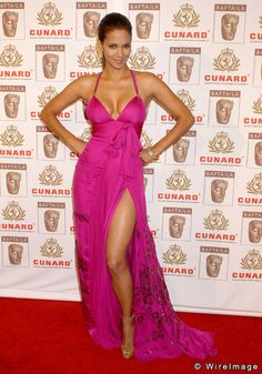 Halle Berry stuns onlookers as she walks the red carpet at the Cunard Britannia Awards at the Hyatt Regency Century Plaza Hotel in Los Angeles. Halle Berry Style, Halle Berry Hot, Hale Berry, Afro, Cleveland, Good Looking Women, Glamour, Half Saree, Girl Photos