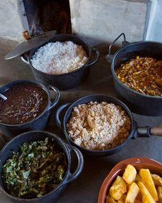 Que tal do almoço hoje?!    Tudo direto do campo e feito na hora no fogão a lenha! 😍🍗🍚  Uai, Minas é Demais!!!😍🍖    #BomAlmoço #BalcaodeMinas #EmpórioVirtual #LojaVirtual #MinasGerais