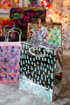 Bolsas de papel para regalo pintadas / Painted gift bags