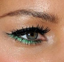 ohh never seen this color in eyeliner! trying this soon!!!