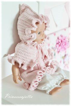 Prinsessajuttu: Vauvanuken virkatut vaatteet