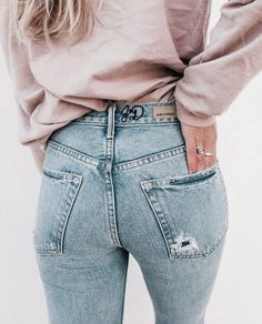 Mom jeans giving the best butt vibes. Summer Outfits, Casual Outfits, Cute Outfits, Fashion Outfits, Womens Fashion, Denim Outfits, Vogue, Trends, Everyday Outfits