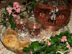 Katalin konyhája: Fügebor Izu, Table Decorations, Drinks, Home Decor, Drinking, Beverages, Decoration Home, Room Decor, Drink