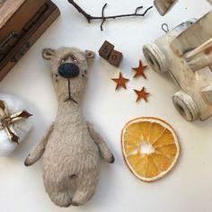 Купить Чарли - синтепон, игрушка мишка, купить мишку, вискоза немецкая, мишка из вискозы Diy Arts And Crafts, Crafts To Make, Felted Wool Crafts, Horseshoe Crafts, Fabric Toys, Stuffed Animal Patterns, Amigurumi Doll, Handmade Toys, Doll Patterns