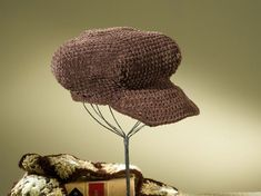 Crochet a newsboy cap, and you'll be as stylish as Hollywood and music stars. This crocheted newsboy cap allows you to use crocheting techniques to shape the hat and its brim. The yarn used in this project looks like suede but is much easier to care for. Create this coffee suede beret with these materials …