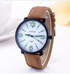 Pánské hodinky s podsvícením bílé s hnědým páskem – pánské hodinky Na tento produkt se vztahuje nejen zajímavá sleva, ale také poštovné zdarma! Využij této výhodné nabídky a ušetři na poštovném, stejně jako to udělalo …