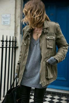 Grey vou neck sweater and olive green jacket outfit Mode Outfits, Fall Outfits, Casual Outfits, Laid Back Outfits, Office Outfits, Fashion Mode, Look Fashion, Fashion Trends, Fashion Ideas