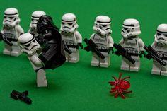 Darth Vader's only weakness - Spiders! Legos and Star Wars. Lego Humor, Lego Memes, Lego Stormtrooper, Starwars Lego, Lego Star Wars, Star Wars Art, Legos, Lego Lego, Obi Wan