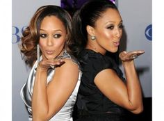 Sister's Tia and Tamera Mowry look twice as nice in dramatic eyes at the People's Choice Awards. For a similar look, try glo minerals Alloy Eyes Collection