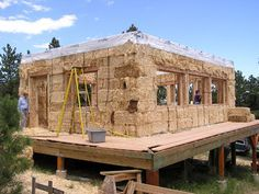 Maison en paille- A good foundation is imperative. Cob Building, Green Building, Building A House, Straw Bale Construction, Straw Bales, Natural Homes, Earth Homes, Natural Building, Earthship