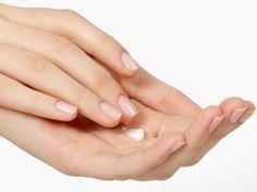 Resultado de imagen de foto mano crema y gotas de aceite