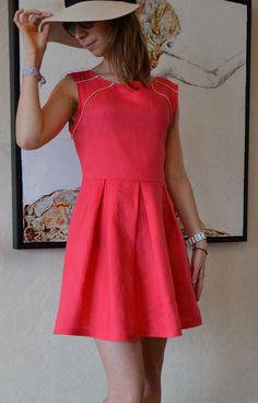 Ma version de la robe Opale enfin terminée ! Dans cet article pour trouver les problèmes que j'ai pu rencontrés lors la réalisation. Une robe très sympa à coudre