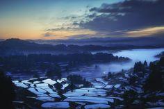 Tōkamachi-shi, niigata-ken, Japanで撮影された星峠の棚田の写真 Mist Valley