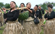 Tongan Ladies | Women in traditional dress deliver a specially prepared lunch to the ...