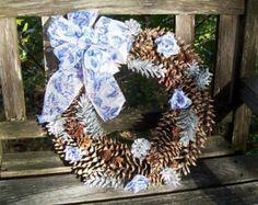 Pino de la corona de cono, cono de cinco, natural, plata, azul, morado con rosas de la cinta. Guirnalda decoración de la pared, Navidad, regalos, corona de la piña de la puerta.