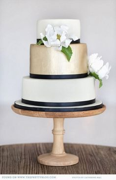 black & white & gold cake