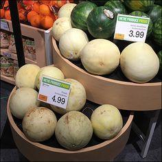 Market 32 Melon Circular Bulk-Bin Presentation – Fixtures Close Up Produce Displays, Fruit Sculptures, Presentation, Marketing