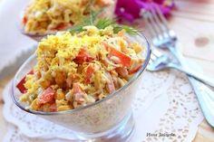 Легкий салат с пекинской капустой! Приготовление салата занимает минимум времени, а результат доставляет максимум удовольствия. При желании в салатик можно добавить сухарики, которые придадут блюду оригинальность.