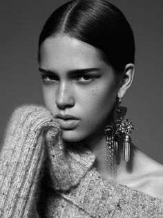 oracle fox, trend, post, gold, statement, earring, campaign, editorial, / http://www.larevuedekenza.fr/