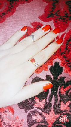 Red nailpaint