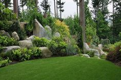 Stones add architectural interest to beautiful gre...