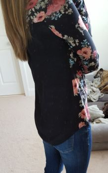 This top looks amazing! I love the length and the pattern change and it just looks fabulous! Also, the lightweight material I need for Florida!