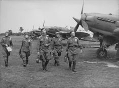 Soviet pilots near Il-2 at the airport