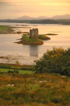 Totaly Outdoors: Stalker Castle, Scotland
