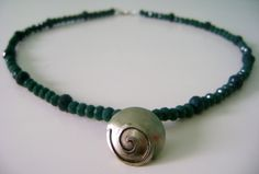 Necklace made of alpaca and green crystals