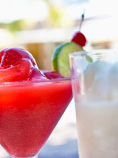 Banana Strawberry Daiquiri + 4 steps to making perfect blended drinks.