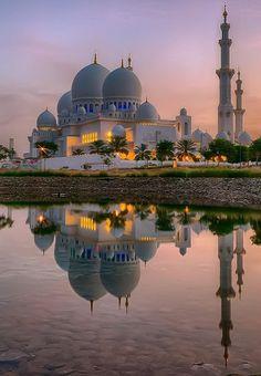 Sheikh Zayed Grand Mosque at Abu Dhabi