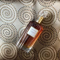 #grossmith #hasunohana #nicheperfume #perfume #silkscarf #greek #silk #scarf  Hasu-No-Hana Notes Bergamot, bitter orange, rose, jasmine, ylang ylang, iris, patchouli, oakmoss, vetiver, cedar, sandalwood and tonka bean  #rosinaperfumery #giannitsopoulou6 #glyfada #athens #greece #shoppingonline : www.rosinaperfumery.com 👑