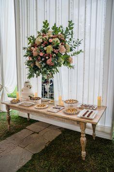 10 ideas para la mesa de dulces de tu boda.  #Matrimoniocompe #Organizaciondebodas #Matrimonio #Novios #TipsNupciales #CaminoAlAltar #MatriPeru #BodaPeru #DecoracionDeMatrimonio #DecoracionConFloresParaBodas #MesaDeDulces #CandyBar #WeddingCandyBar #MesaDeDulcesBoda #DulcesMatrimonio Bar, Table Settings, Table Decorations, Home Decor, Candy Stations, Mesas, Boyfriends, Recipes, Homemade Home Decor