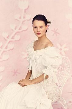 Ella Moss, Kate Moss Wedding Dress, Wedding Dresses, Laura Ashley, 1920s Fashion Women, Queen Kate, Photography Women, Portrait Photography, A 17