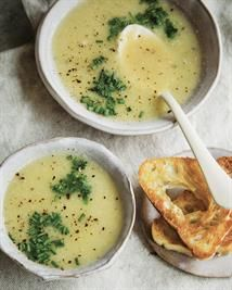 Roasted Garlic & Leek Soup— An easy and delicious vegetable soup for any time of day! Clean Recipes, Whole Food Recipes, Soup Recipes, Healthy Recipes, Healthy Eats, Recipies, Roasted Garlic, Lebanese Lentil Soup, Gourmet