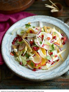 Wahaca's Mexican winter salad ~ Thomasina Miers', owner of award winning Mexican Street food restaurant, Wahaca offers up her recipes for a zingy winter salad that promises to freshen up the dreary winter months. Best Vegetarian Recipes, Paleo Recipes, Mexican Food Recipes, New Recipes, Paleo Meals, Clean Recipes, Recipies, Favorite Recipes, Healthy Cooking