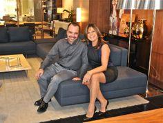André Bastos e Jóia Bergamo com o sofá Domo que foi escolhido especialmente pela arquiteta para a Casa Cor 2014
