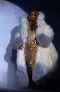 Taking proper cues from mum, Jerry Hall, Georgia May Jagger has recently been appointed as the fresh face of Thierry Mugler's Angel fragrance. Fur Fashion, Couture Fashion, Runway Fashion, High Fashion, Fashion Outfits, Stylish Outfits, Georgia May Jagger, Vintage Fur, Vintage Mode