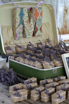 Decoración plantas en  paquetes para invitados