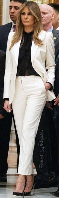 Regilla ⚜ Melania Trump in Dolce & Gabbana and Manolo Blahnik shoes