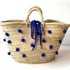 e84b2e8eb2b192e9bfee2cebfa31468b My Bags, Purses And Bags, Beach Basket, Painted Baskets, Diy Sac, Basket Bag, Summer Bags, Knitted Bags, Mode Inspiration