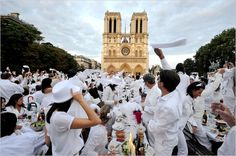 Diner en Blanc (White pop up picnics throughout the world, including Chicago)