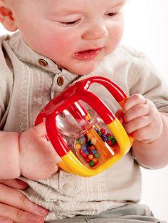 Grijprammelaar  Baby's houden ervan om de balletjes te zien vallen door de rammelaar. Gemakkelijk vast te houden en te schudden. Geweldig rammelend plezier! Helpt bij het ontwikkelen van de meeste primaire zintuigen van de baby.   Afmetingen: 11 x 11 x 8 cm