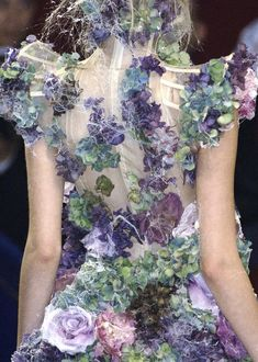Flower Fashion - purple & green flower dress with structured bodice & cobweb detail - haute couture, fashion details // Alexander McQueen Fashion Details, Look Fashion, Fashion Art, High Fashion, Fashion Design, Couture Mode, Couture Fashion, Fashion Week, Paris Fashion